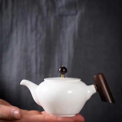 羊脂玉瓷壶/茶壶