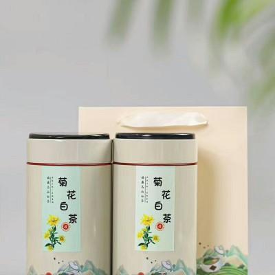 菊花白茶有疏风、清热、明目、消炎,降火等作用。这个夏天 喝起来一斤两罐