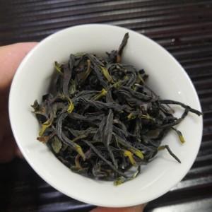 """单丛名茶""""鸭屎香""""又名""""银花香"""",属半发酵的乌龙茶类,是珍贵名丛之一"""