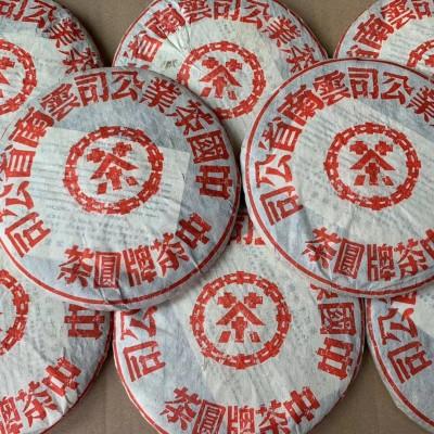 501红印青饼357克/片茶气十足,回甘耐泡,茶底漂亮。纯干仓存放