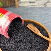 """""""黑美人""""正山小种浓香型,条形细长,外观乌黑发亮,茶汤入口顺滑、醇厚"""