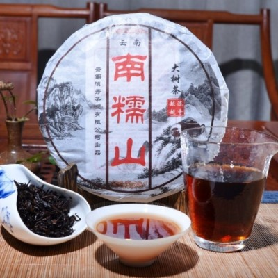 云南普洱茶熟茶饼357g饼茶糯米香茶春茶压制南糯山熟饼勐海茶促销