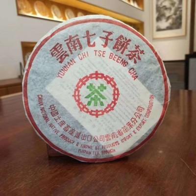 03年301批中茶绿印红丝带青饼,昆明仓存放仓储非常干净,条索肥壮厚实