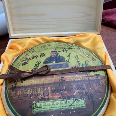 2006年凤临孔子文化节纪念饼生茶,签名版,1000克一饼,绝版茶。