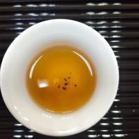 武夷山肉桂汤水粘稠饱满,唇齿留香,回甘迅速持久清澈橙红透亮有金圈