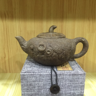 名家纯手工紫砂壶老坑紫砂泥料工艺精湛,壶体的细节精致到位造型古朴雅致。