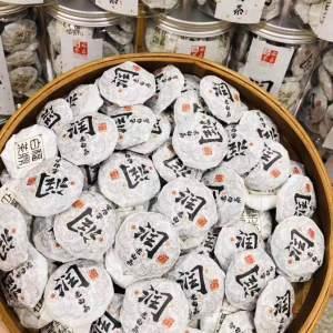 润老白茶,115/500克。一斤两罐装。买三斤送一罐