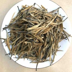 滇红:金针特级。散茶。500克2袋。茶汤金黄透亮,香气十足。