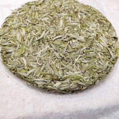 福鼎白茶,2020年头采米粒芽白毫银针。300g/饼