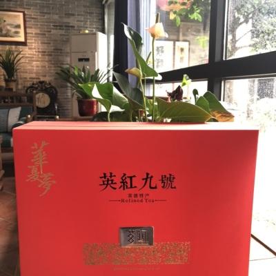 华夏梦—茗润礼盒:2020年当季优选夏茶,内含2跌罐,150克/罐。