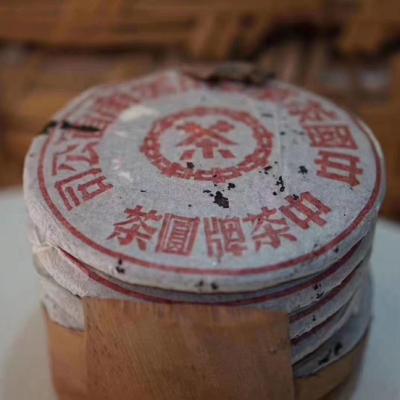 2005年大红印美术字双飞易武青饼