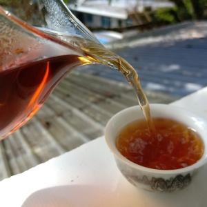 普洱茶 熟茶散茶 汤色暗红色微透亮, 口感入口醇厚