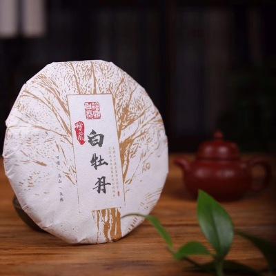 【福鼎白茶-白牡丹】饼外形均整端正饼型圆润,松紧适宜,饼面干净饼香醇厚
