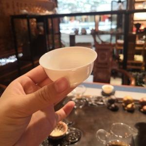 白瓷,薄胎压手杯,品茗杯6个。