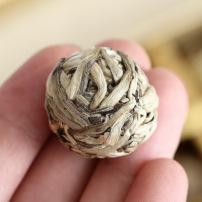 云南普洱茶 手工沱茶 月光白芽龙珠500克