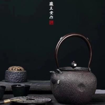 日本铁壶。炮口丸形镶银铁壶优质砂铁失蜡法、镶银把手。砂铁,
