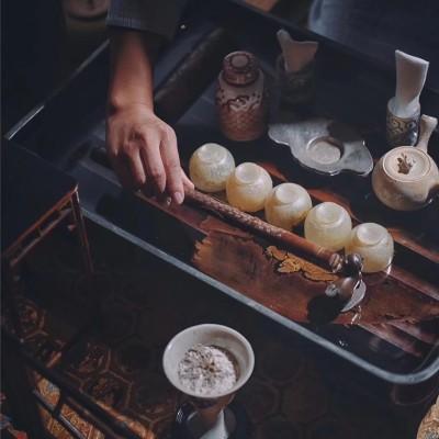 以器 | 布席备器点茶人的作法与周围环境,茶室的构成调和的色彩相融合