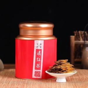 滇红大金芽品质超群,制作工序的严格。采摘的鲜叶按一芽一二叶采摘鲜