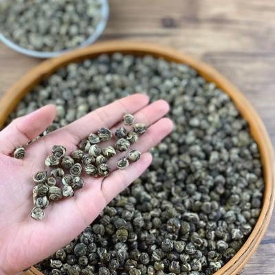 茉莉龙珠既保持了茶叶的苦甘凉功效,又由于加工过程为烘制而成为温性茶