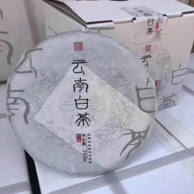 云南白茶一件4提20饼,200g/饼,采用福鼎白茶的工艺!一件价